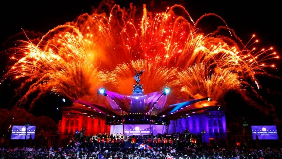 Queima de fogos durante show no Palácio de Buckingham