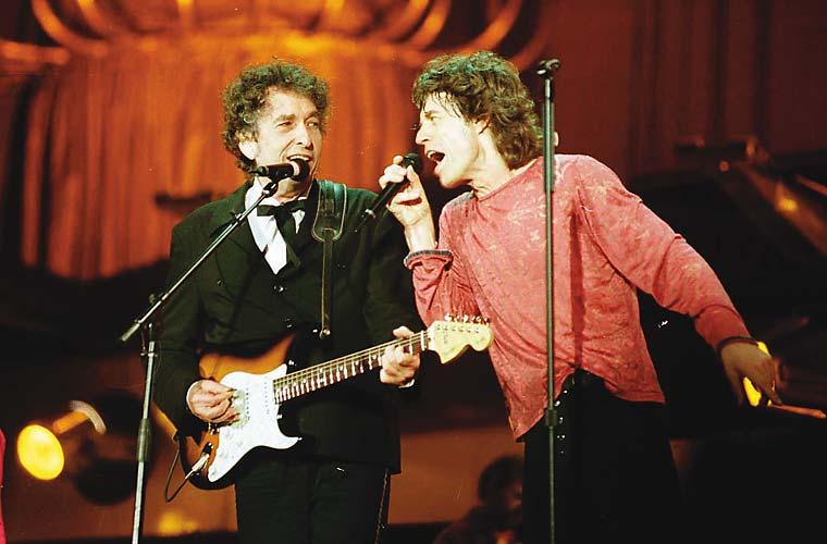 Bob Dylan e Mick Jagger durante show dos Rolling Stones, no Estádio do Morumbi, em 1998. Em 2006, os Stones fizeram um show grátis nas areias de Copacabana.