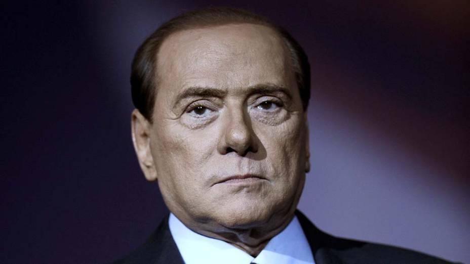 O primeiro-ministro italiano Silvio Berlusconi na gravação de um programa de TV em Roma, Itália