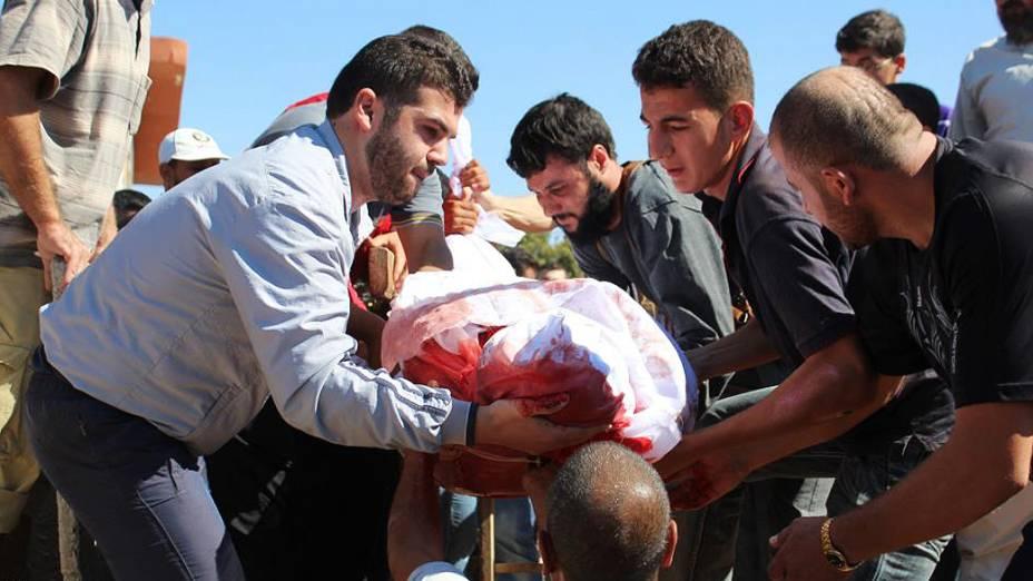 Funeral de vítima de ataques de tropas do governo em Homs
