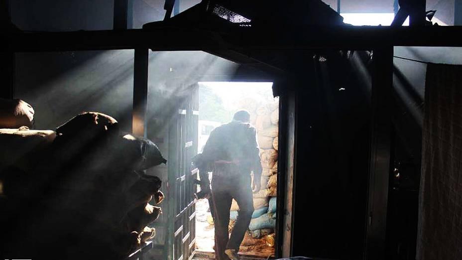 """Hospital da cidade de Homs foi """"liberado"""" por tropas rebeldes, agora protegido com sacos de areia"""