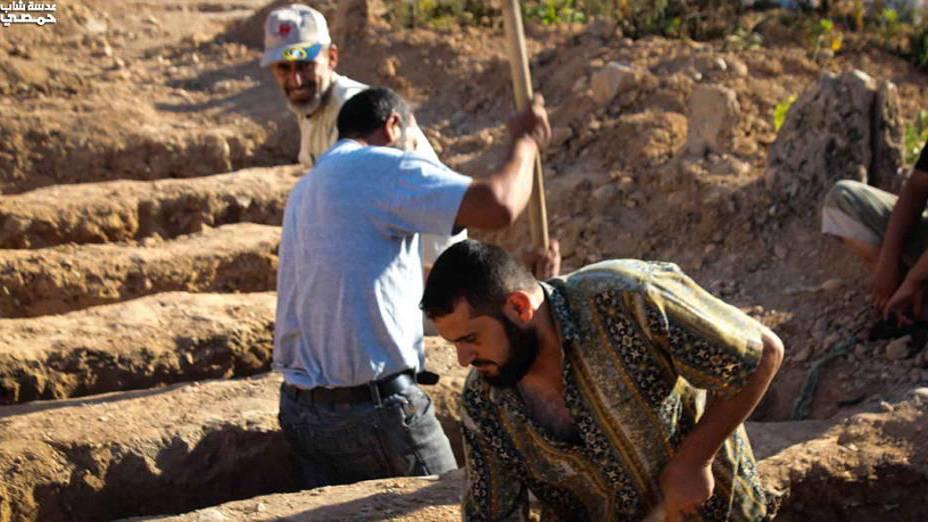 Cemitérios impovisados são escavados à espera de novas vítimas em Homs