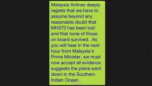 """<p>Mensagem enviada aos parentes por SMS: """"A Malaysia Airlines lamenta profundamente ter que admitir acima de qualquer dúvida que o voo MH370 se perdeu e nenhuma das pessoas a bordo sobreviveu. Como vocês ouvirão na próxima hora do primeiro-ministro da Malásia, nós devemos aceitar todas as evidências que sugerem que o avião caiu no sul do oceano Índico""""</p>"""