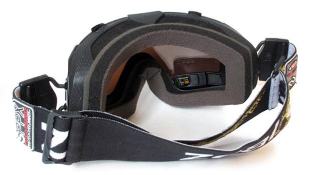 O Snow, da Recon Instruments, pode ser instalado em máscaras de alpinismo