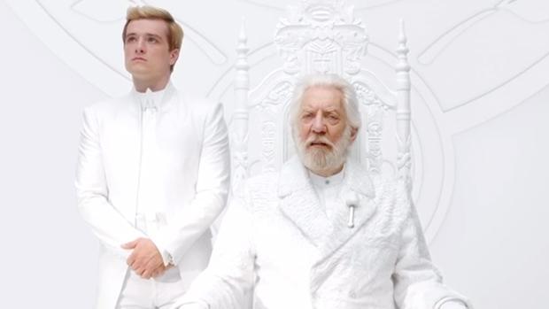 Snow (Donald Sutherland) e Peeta (Josh Hutcherson) em vídeo de divulgação do filme Jogos Vorazes: A Esperança Parte 1