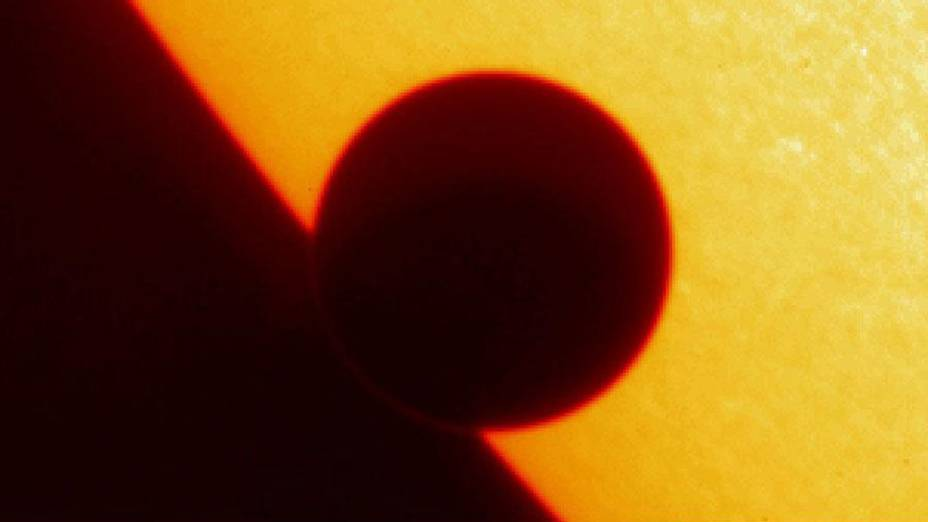 <p>Sombra do planeta Vênus ao passar pelo Sol</p>