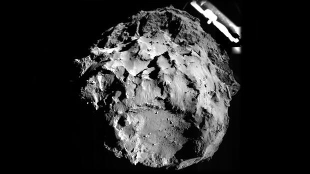 Imagem do cometa 67P feita por Philae durante a descida, a 3 quilômetros da superfície
