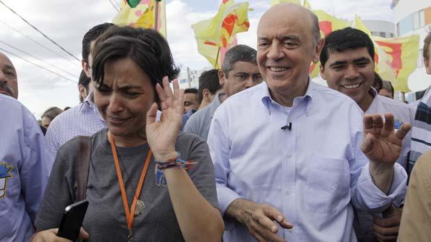 Soninha e Serra durate campanha em Heliópolis, São Paulo