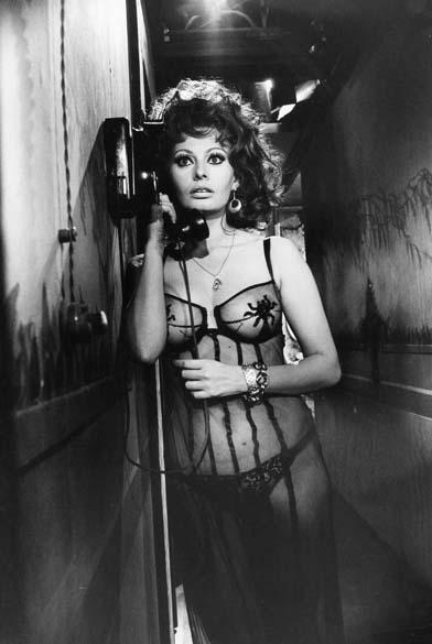 A sensualidade de Sophia em Matrimônio à Italiana, de 1964