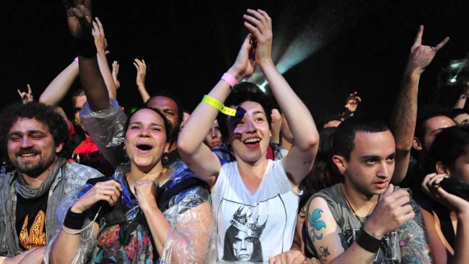 Público durante o show da banda Stone Temple Pilots no palco Energia & Consciência, no último dia do festival SWU em Paulínia, em 14/11/2011