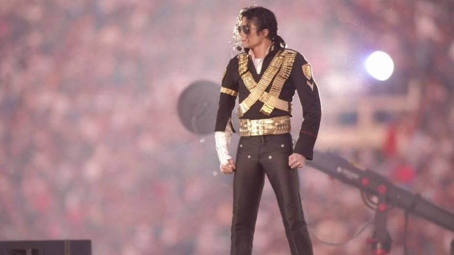 Michael Jackson, durante o halftime show (show do intervalo), do Superbowl de 1993