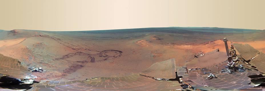 <p>Vista panorâmica da superfície de Marte mostra formações geológicas do planeta vermelho</p>