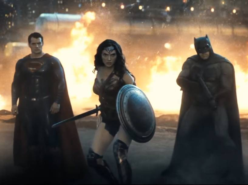 Superman (Henry Cavill), Mulher-Maravilha (Gal Gadot) e Batman (Ben Affleck) no filme Batman vs Superman: A Origem da Justiça