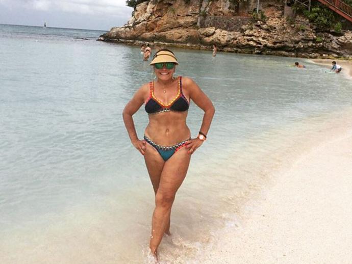 Susana Vieira ostenta corpão em praia do Caribe