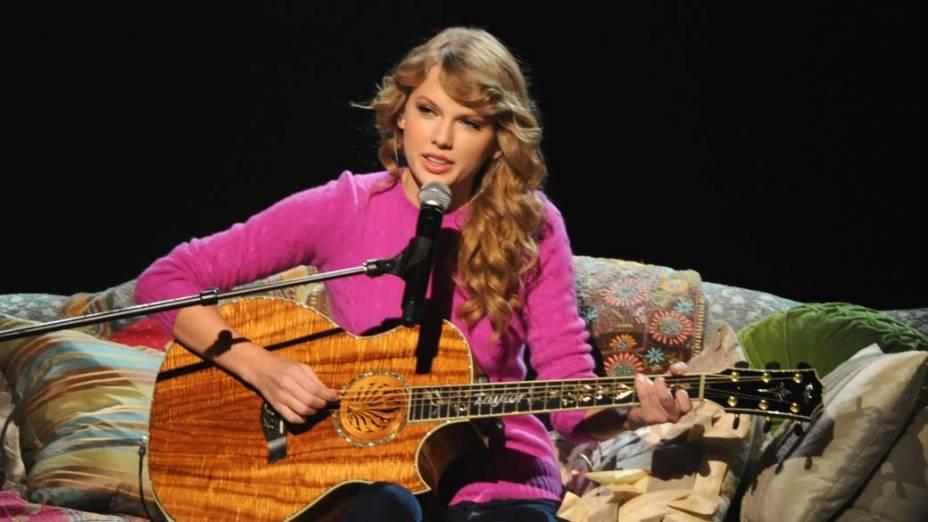 Taylor Swift em performance na 45ª edição do CMA Awards, nos Estados Unidos, em 2011