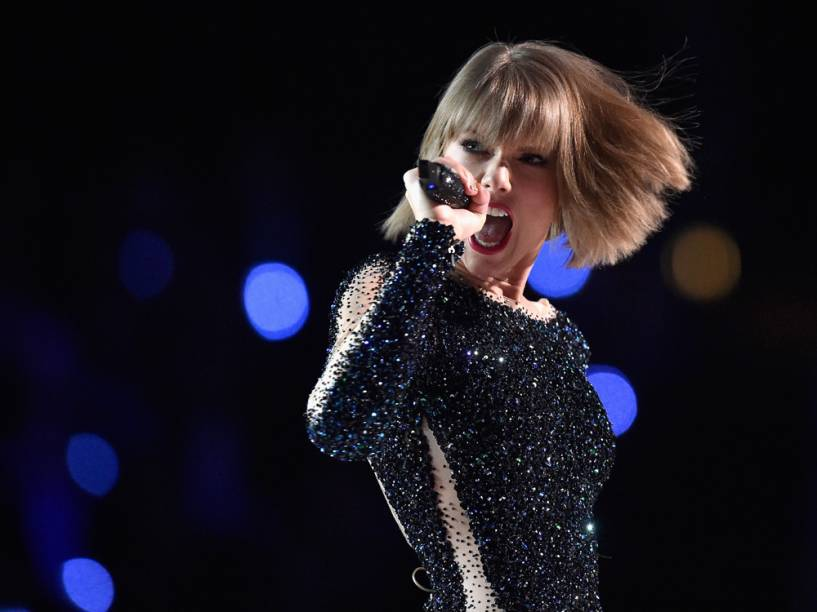 Taylor Swift abre a festa do Grammy 2016