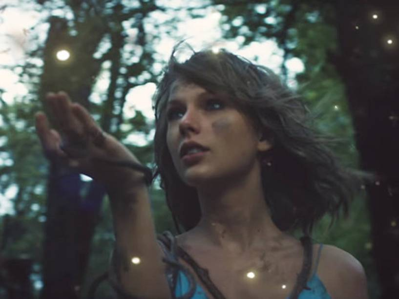 Taylor Swift no clipe 'Out of the Woods'