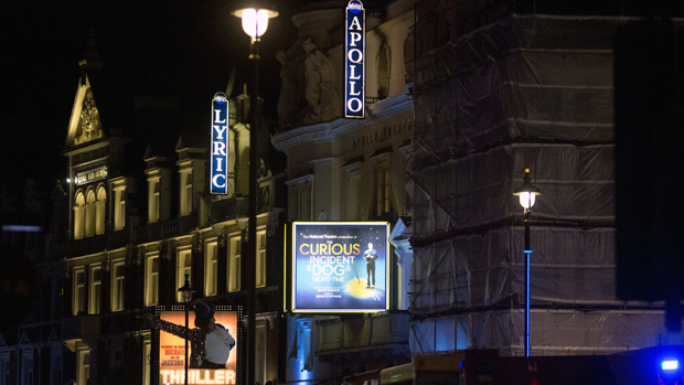 Fachada do Teatro Apollo, em Londres