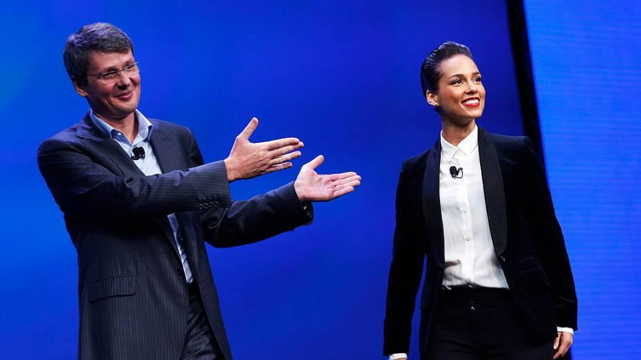 PresidenteThorsten Heins apresenta cantora e compositora Alicia Keys como diretora criativa global durante o lançamento do Blackberry RIM 10, em Nova York