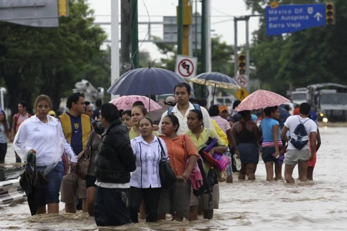 tempestades-deixaram-um-rastro-de-destruicao-na-cidade-turistica-de-acapulco-no-mexico-original.jpeg