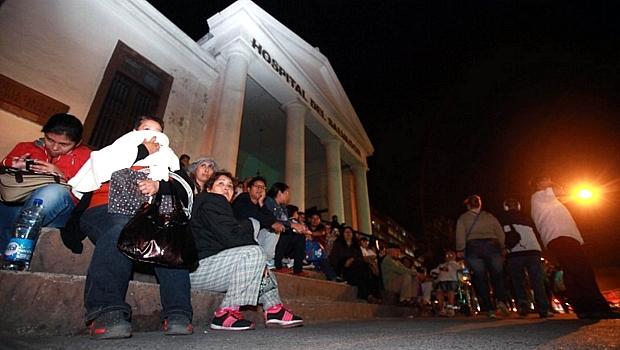Chilenos se refugiam em hospital após alerta de tsunami na costa do país