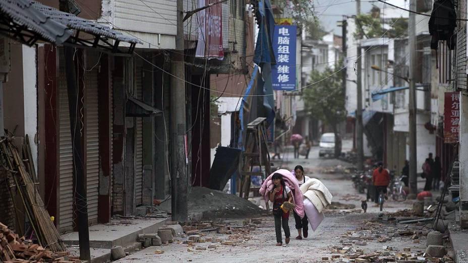 Terremoto deixa mais de 150 mortos na província central chinesa de Sichuan