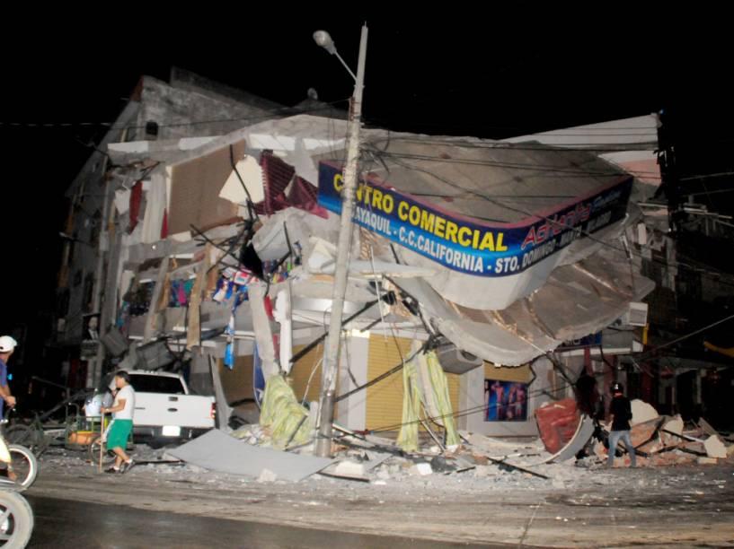 Terremoto de 7,8 graus na escala Richter atinge o Equador