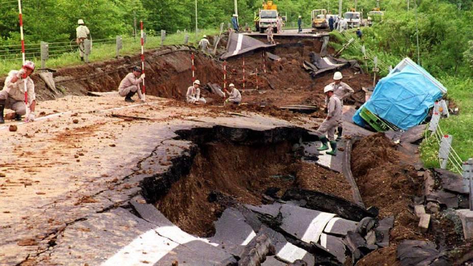 <p>12 de julho de 1993: Um terremoto de 7,8 graus na escala Richter provoca a morte de 230 pessoas em Hokkaido</p>