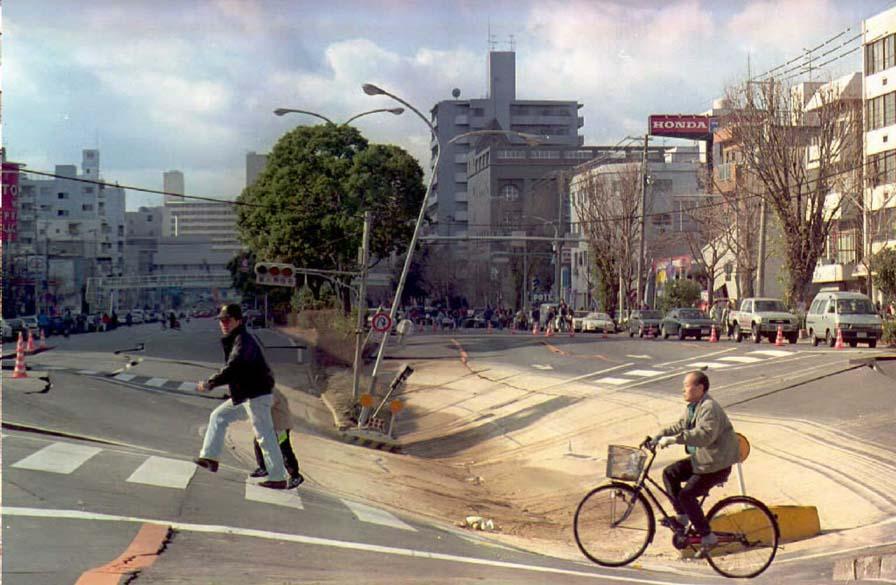 <p>4 de outubro de 1994: Uma morte no norte do Japão em consequência de um terremoto de 7,9 graus com epicentro no arquipélago russo das Curilas</p>