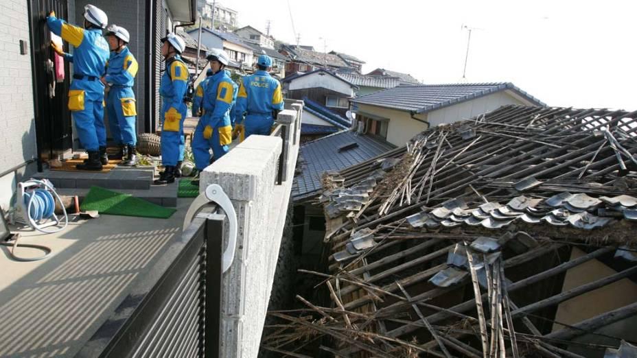 <p>20 de março de 2005: Um terremoto de 7 graus na escala Richter atinge a ilha de Kyushu, causa uma morte e deixa 735 feridos</p>