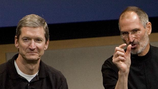 Tim Cook e Steve Jobs, em evento da Apple, em 2007