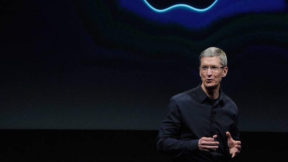 Tim Cook, CEO da Apple, durante a apresentação do novo iPhone em 2011