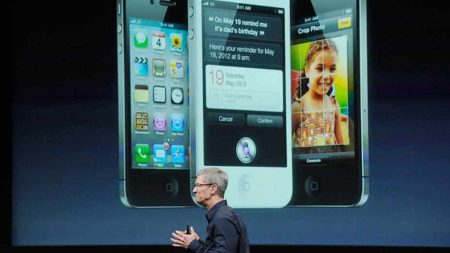 Tim Cook, CEO da Apple, durante a apresentação do novo iPhone 4S em 2011