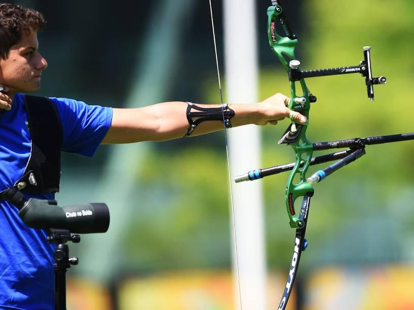 O arqueiro Marcus Vinícius DAlmeida, 17 anos, durante a disputas do tiro com arco nos Jogos Pan-Americanos de Toronto, Canadá