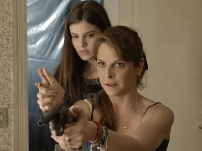 Carolina (Drica Moraes) e Angel (Camila Queiroz) em Verdades Secretas