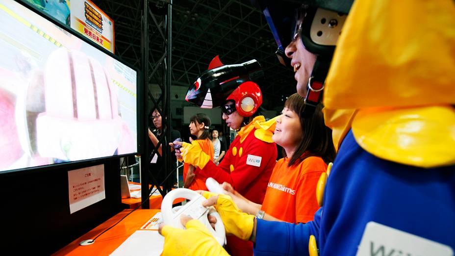 Visitantes jogam o Wii U, videogame da Nintendo, durante o Tokyo Game Show em Chiba, nos arredores da capital japonesa