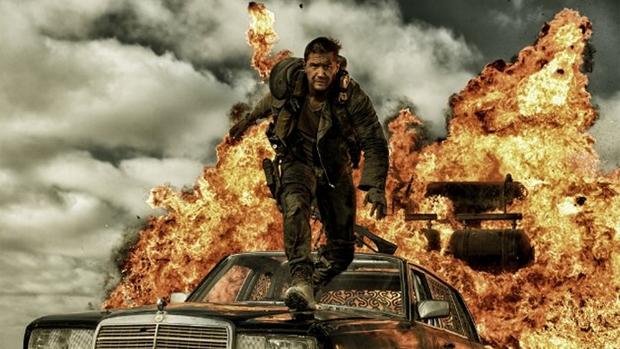 Tom Hardy em cena do filme Mad Max: Estrada da Fúria