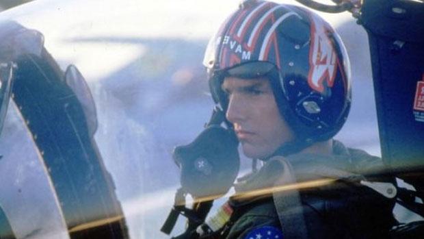 Tom Cruise como o aviador Maverick no filme <em>Top Gun</em>, em 1986