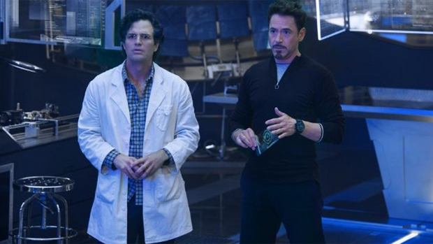 Tony Stark (Robert Downey Jr.) e Dr. Bruce Banner (Mark Ruffalo)