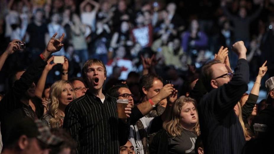 A torcida canadense acompanha o UFC 140, em Toronto