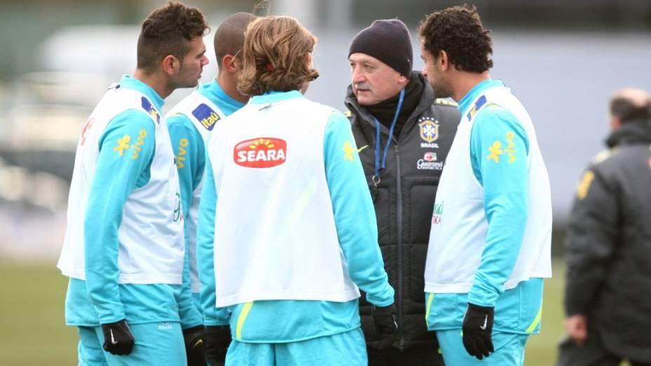 O treino da seleção antes do amistoso contra a Inglaterra, reestreia de Felipão como técnico do time