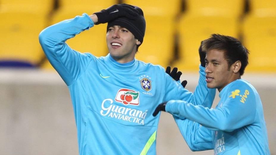 Kaká e Neymar no treino da seleção brasileira em Nova Jersey na véspera do amistoso contra a Colômbia