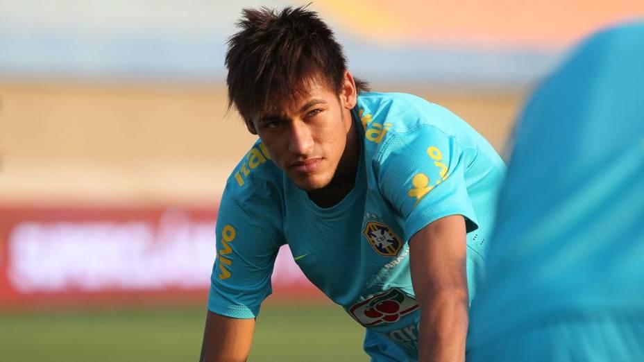 O atacante Neymar em treino da seleção em Goiânia