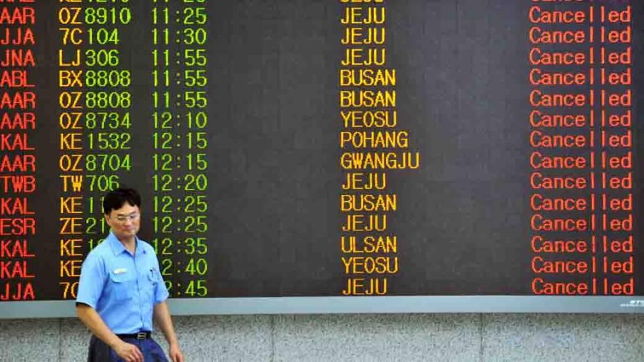Voos foram cancelados em Seul, na Coreia do Sul, após tufão Bolaven atingir o país