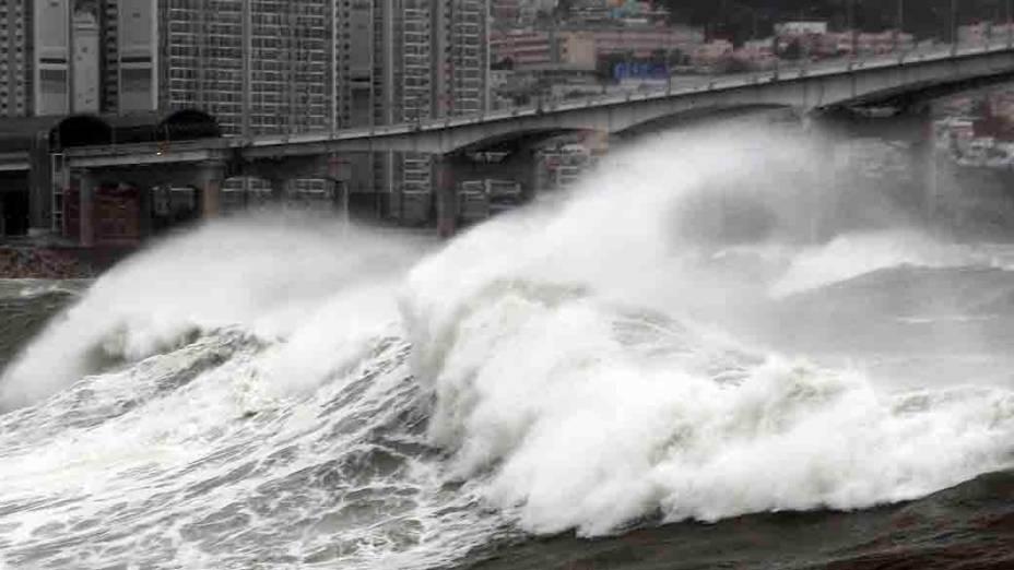 O mar agitado de Busan, na Coreia do Sul, por onde passou o tufão Bolaven