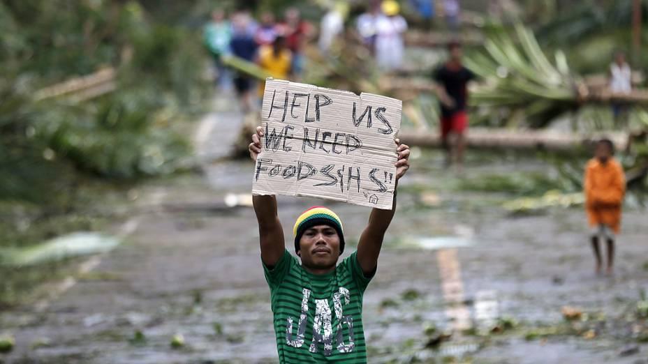 A passagem do tufão Hagupit pelas Filipinas deixou até agora três pessoas mortas e mais de 716 mil pessoas desabrigadas