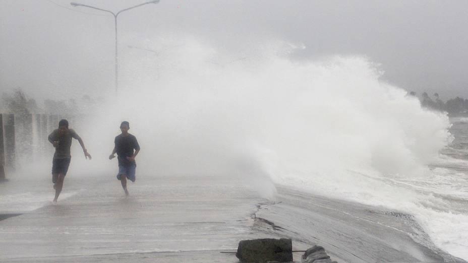 Tufão Hagupit deixa 3 mortos e mais de 716 mil pessoas desabrigadas, nas Filipinas
