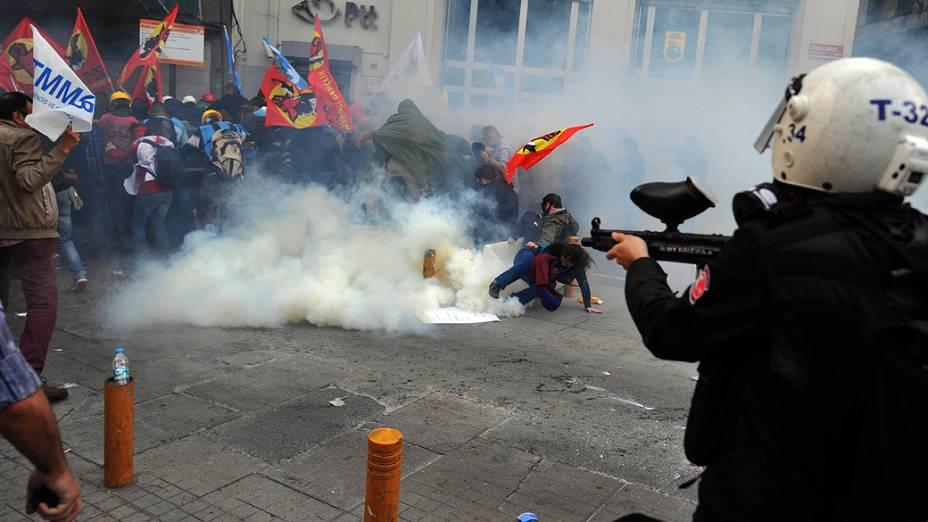 Turquia tem dia de protestos violentos após desastre em mina de carvão