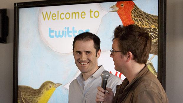 Os fundadores Evan Williams e Biz Stone na sede do Twitter