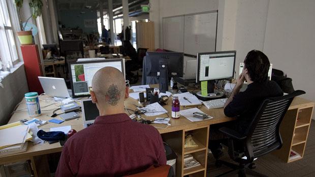 Funcionários na sede do Twitter, em São Francisco, Estados Unidos